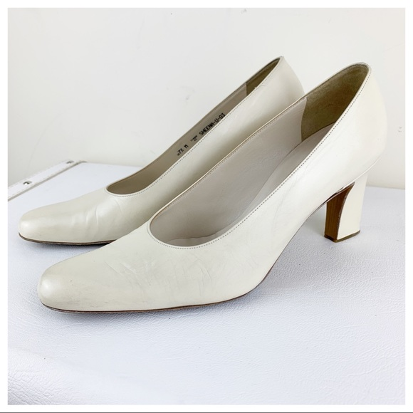 Bally Off-White Leather Career Pump Sz 7.5